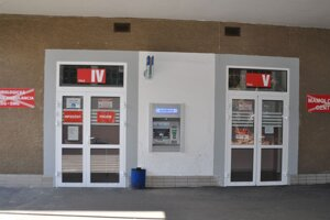 Časť Covid - infekčný príjem je v priestoroch bývalej neurologickej ambulancie, vedľa bankomatu Slovenskej sporiteľne.