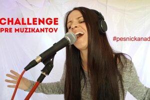 Nitrianska speváčka Dominika Titková zložila Pesničku na diaľku. Vyzýva všetkých muzikantov, aby spojili sily a pridali do piesne kúsok svojej tvorby.