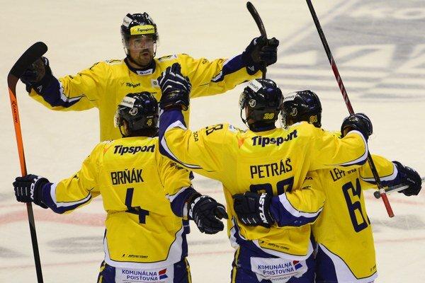 V úvodnom zápase štvrťfinále play off sa Piešťany tešili z gólu trikrát.
