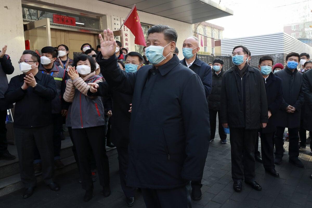 Peking mohol vírus poraziť v zárodku. Radšej ho tajil a dnes na ňom zarába
