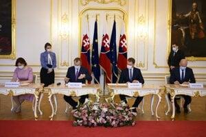 Podpis koaličnej zmluvy.