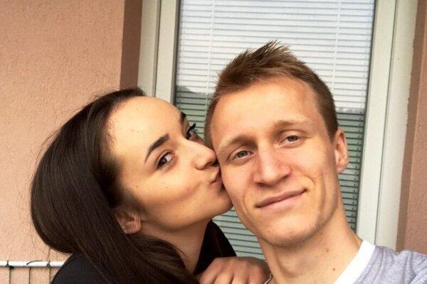 Futbalista FC Nitra Marián Chobot so svojou priateľkou Zuzkou.