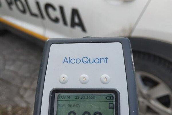 V dychu vodičovi namerali  0,92 mg/l (1,92 promile) alkoholu.