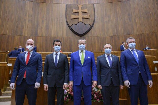 Sprava podpredsedovia NR SR Peter Pellegrini, Milan Laurenčík, predseda parlamentu Boris Kollár, podpredsedovia Juraj Šeliga a Gábor Grendel.