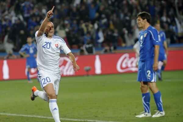 Kamil Kopúnek sa raduje v zápase Slovensko - Taliansko na MS vo futbale 2010.