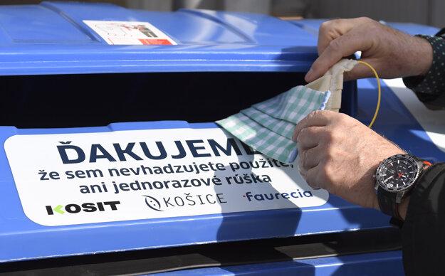 Kontajnery na rúška v Košiciach.