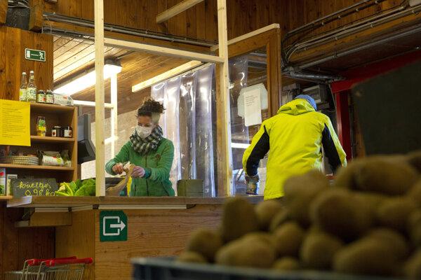 Opatrenia v obchode v belgickom meste Schilde.
