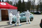 Testované sú osoby s podozrením na ochorenie Covid- 19.