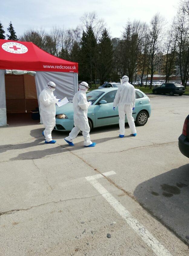 Testované sú osoby s podozrením na ochorenie Covid-19.