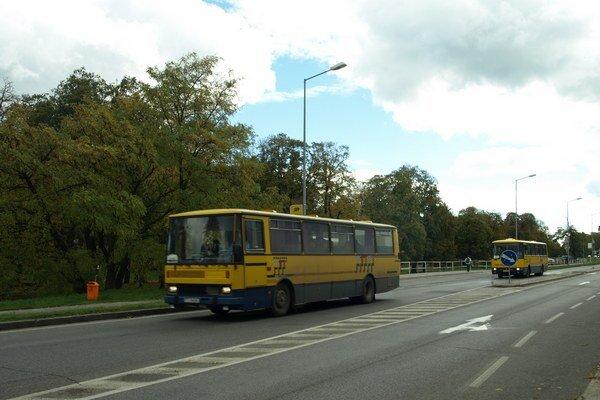 Autobusy na Hospodárskej by mali mať vlastný pruh.