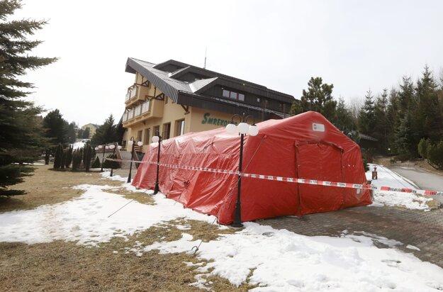 Stredisko Smrekovec je centrum účelových zariadení patriace pod Ministerstvo vnútra.Na snímke červená zóna pred strediskom Smrekovec na Donovaloch.
