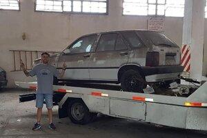 Odvoz bieleho Fiatu Tipo.