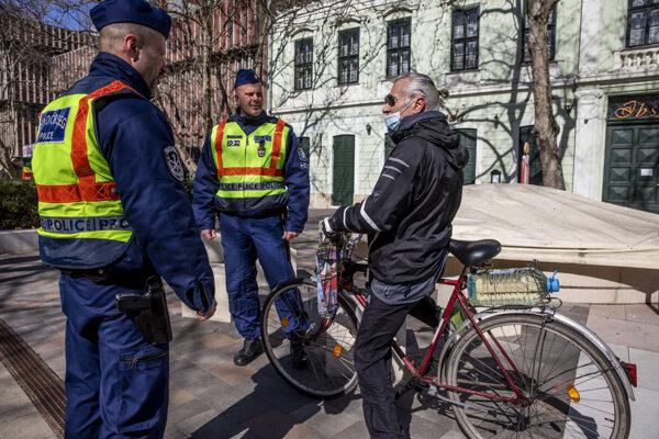 Policajná hliadka v Maďarsku.