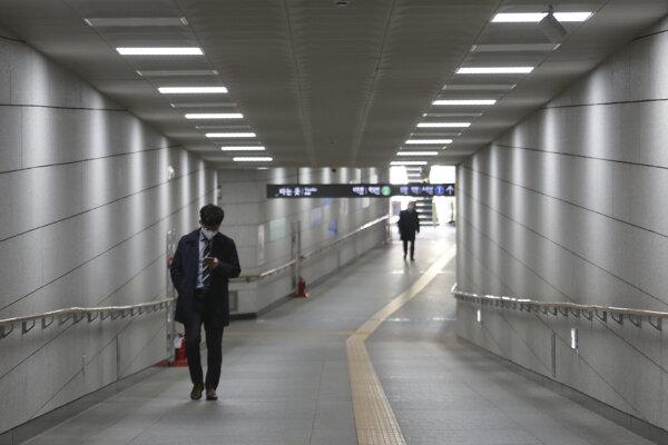 V Južnej Kórei sa vírus šíri pomalšie, nové prípady pribúdajú v Soule