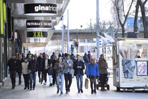 Obyvatalia Štokholmu v sobotu 4. apríla.