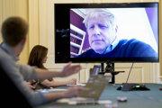 Ešte pred hospitalizácou viedol Johnson vládu cez videokonferencie.