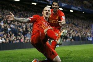 Martin Škrtel (v popredí) a Luis Suárez ešte v drese Liverpool FC.