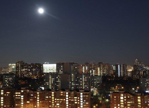Supermesiac nad ruskou metropolou Moskvou.
