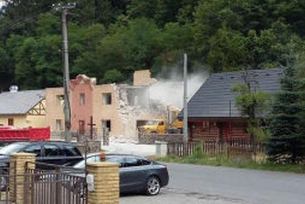 Budovu búrajú.