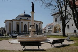 Námestie Majstra Pavla v Levoči počas opatrení kvôli pandémii nového koronavírusu a ochoreniu Covid-19.