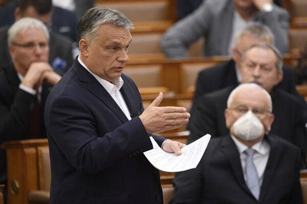 Maďarský premiér Viktor Orbán môže vládnuť bez parlamentu len pomocou dekrétov.