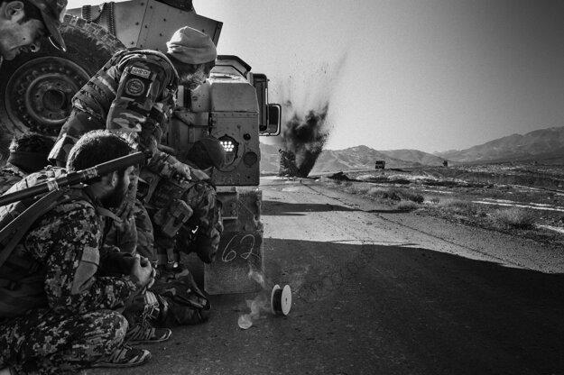 Lorenzo Tugnoli (The Washington Post) Bojovníci Talibanu sú súčasťou série, ktorá získala prvú cenu v kategórii Príbehy o súčasných problémoch.