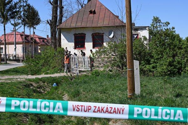 Rómovia v karanténe v obci Vŕbnica.