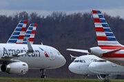 Lietadlá American Airlines uzemnené na medzinárodnom letisku v Pittsburghu.