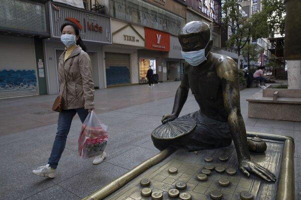Ulice mesta Wu-chan, kde pandémia vypukla.