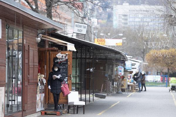 Koronavírus na Slovensku:  Trhovisko Miletičova v bratislavskom Ružinove je od piatka opäť otvorené pre verejnosť.