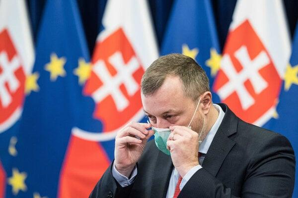 Koronavírus na Slovensku: Minister práce, sociálnych vecí a rodiny Milan Krajniak (Sme rodina).