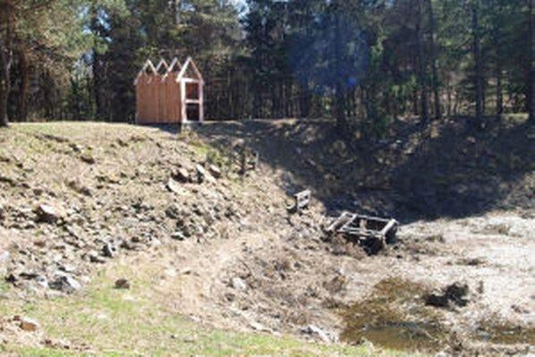 """Vodohospodári rekonštruujú tajch Červená studňa.Má nového """"mnícha""""."""