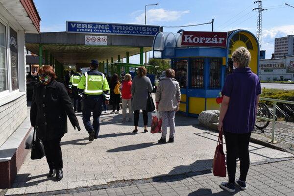 V pondelok otvorili verejné trhovisko v Humennom.