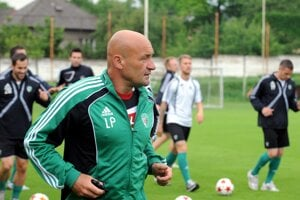 Účinkovanie v našej najvyššej súťaži okúsil ako asistent v Prešove.