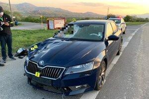 Polícia v súvislosti s jazdou vodiča tmavomodrej Škody Superb prosí ľudí o pomoc.