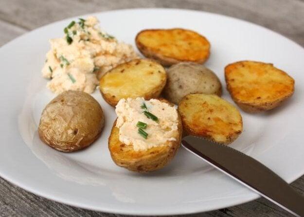 Pečené zemiaky s bryndzovou nátierkou