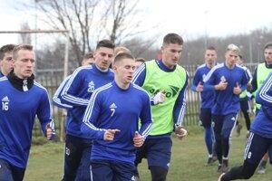 Futbalisti Nitry naposledy spoločnetrénovali vo štvrtok 12. marca. Odvtedy si plnia individuálne tréningové plány.