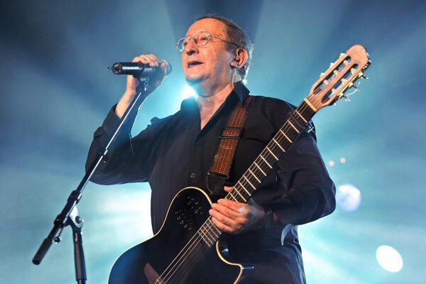 Svoj prvý album nahral v roku 1975 v Paríži.