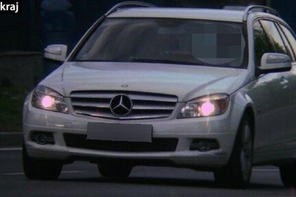Vodičovi na mercedese namerali rýchlosť 102 km/hod.