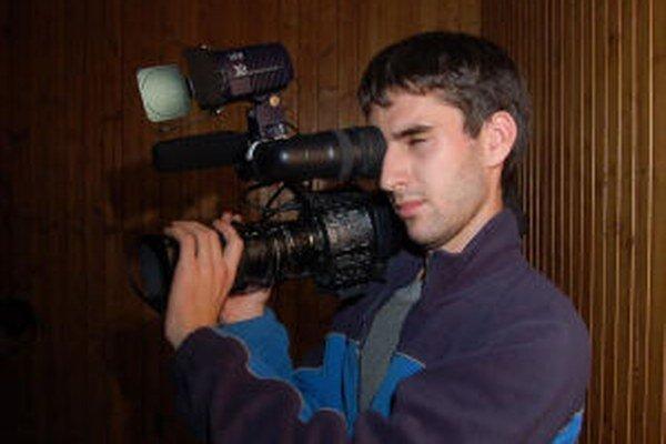 Mladý kameraman nechcel, aby jeho dokument skončil len ako maturitná práca.
