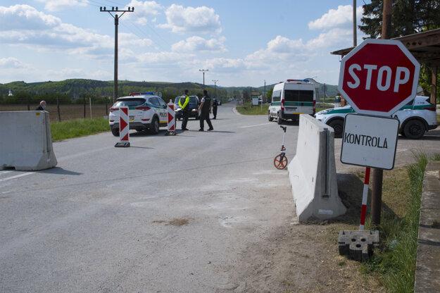 V pondelok 4. mája 2020 o 6.00 h otvorili hraničný priechod s Maďarskom Hosťovce – Tornanádaska, ktorý je určený pre obojstrannú osobnú a nákladnú dopravu do 3,5 tony. Platí to iba pre dopravu medzi Slovenskou republikou a Maďarskom.