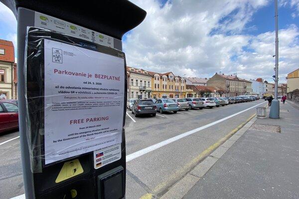 Bezplatné parkovanie v Trenčíne končí.