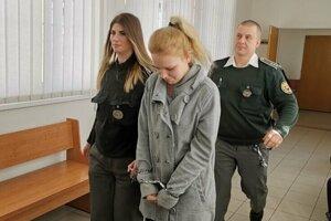 Alexandra vlani na okresnom súde, keď rozhodoval o jej väzbe.