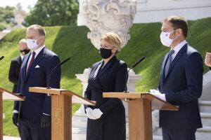 Zľava: Predseda parlamentu Boris Kollár, prezidentka SR Zuzana Čaputová a premiér SR Igor Matovič počas vyhlásenia po slávnostnom podpise Deklarácie o zahranično-politickom smerovaní SR najvyššími ústavnými činiteľmi SR.