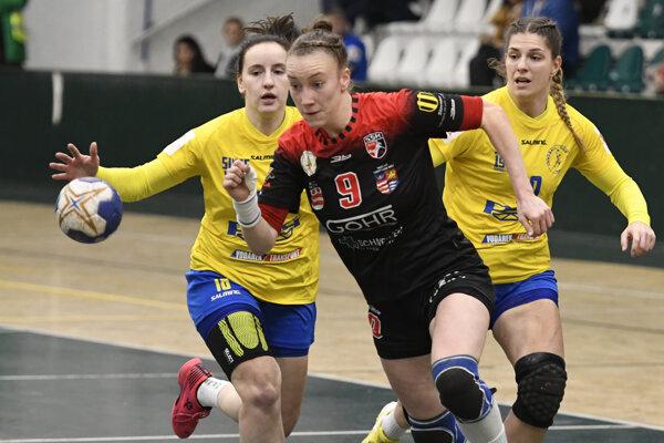 Martina Popovcová (s číslom 9) prvýkrát vyzlečie prešovský dres, hrať už bude za Michalovce.