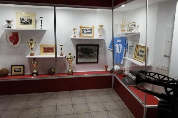 V útrobách štadióna FK Tempo Partizánske si môžete zaspomínať na miestne futbalové osobnosti.