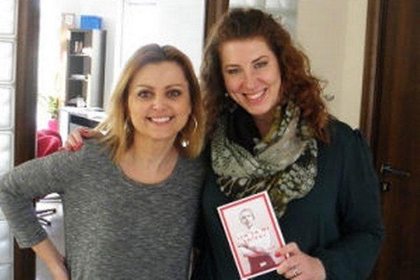 Knižná novinka Žiarčanky Kristíny Falťanovej vychádza pod značkou Evita Press. Na fotke s Evitou Urbaníkovou.