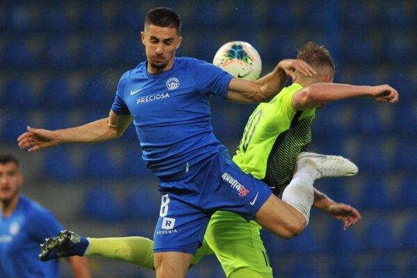 V Česku sa o týždeň rozbehne futbalová liga. Zápasov sa už nevie dočkať ani Martin Koscelník (vľavo).