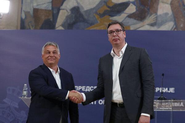 Maďarský premiér Viktor Orbán (vľavo) sa stretol so srbským prezidentom Aleksandarom Vučičom.
