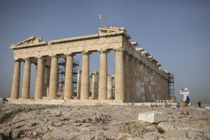 Chrám Parthenón na aténskej Akropole.